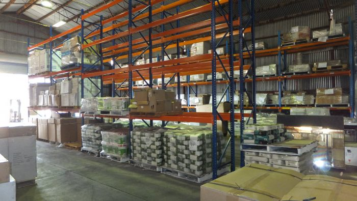 Who supplies heavy duty pallet racking suitable for storing pallets of tiles?