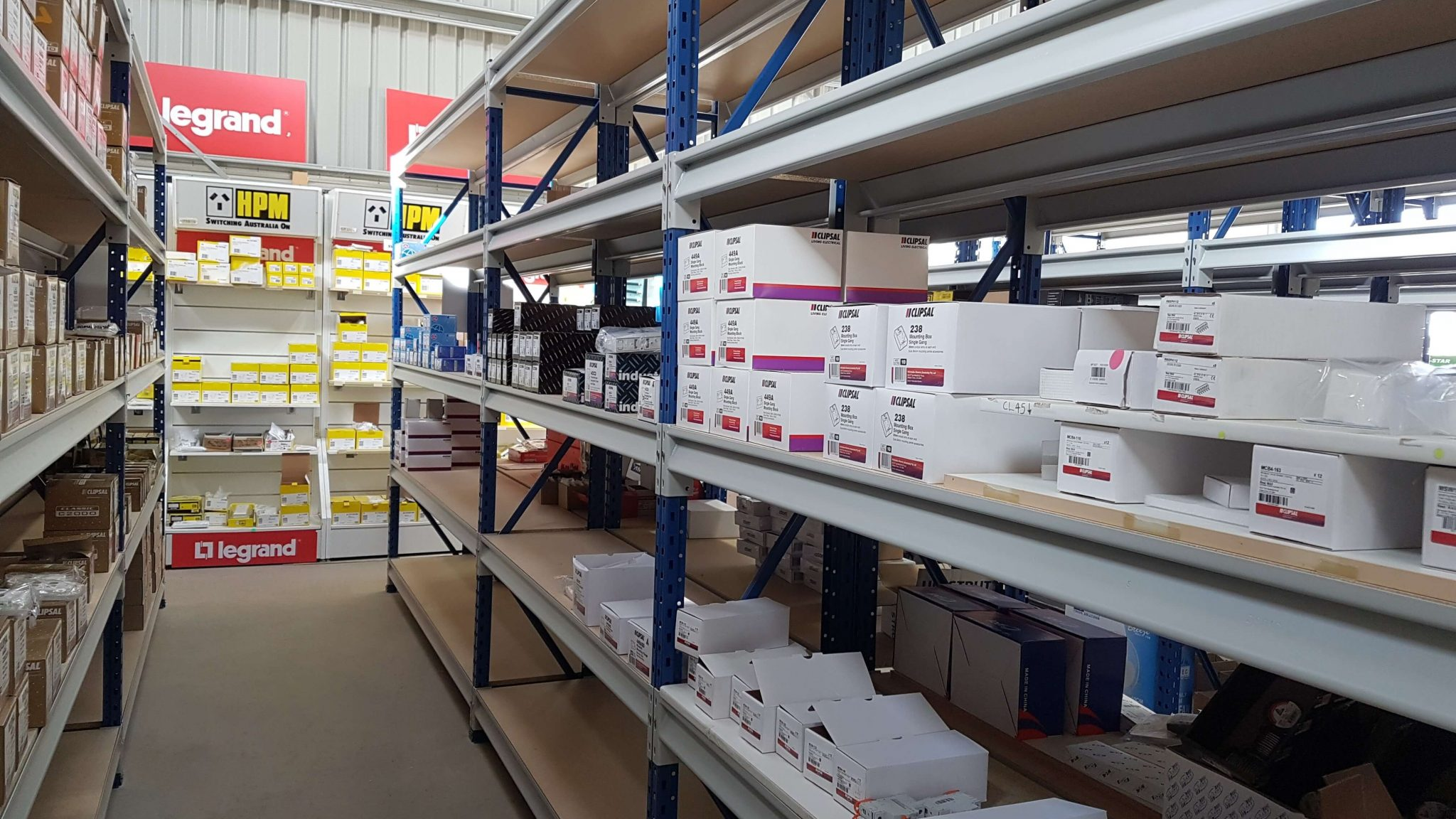 Longspan shelving with 5 shelves